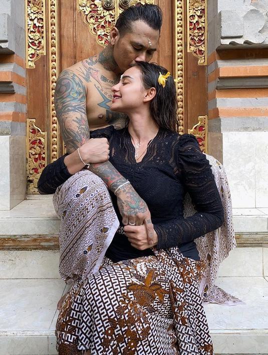 Jerinx dan Nora Jalani Ritual melukat (Instagram/ncdpapl)