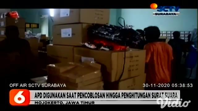 Komisi Pemilihan Umum (KPU) Kabupaten Mojokerto Sabtu pagi (28/11) mulai mendistribusikan logistik pemilu, berupa alat pelindung diri (APD) ke 18 kecamatan menggunakan 8 truk boks.