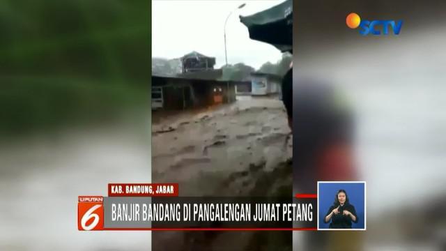 Pandeglang, Bandung, Jawa Barat terdampak banjir bandang parah hingga enam rumah warga rusak parah.