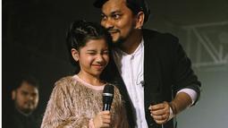 Tompi mengajak putrinya, Cut Malaka Ayesha tampil di Bistar Jazz Traffic Festival 2019, di Atlantis Land Surabaya. (Liputan6.com/IG/@dr_tompi)
