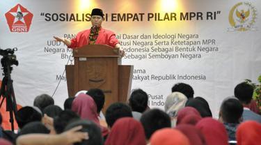 """Wakil Ketua MPR RI Ahmad Basarah saat memberikan materi Sosialiasi 4 Pilar MPR RI bertajuk """"Membangun Watak dan Karakter Kebangsaan Indonesia""""."""