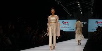 Koleksi Reves Studio sebagai finalis kategori The Most Innovative Local Brand, Cleo Fashion Awards di Jakarta Fashion Week 2017.