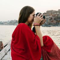 6 Fashion Items Untuk Tampil Nyaman dan Chic Saat Liburan ke India