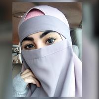 Makin marak aksi teror yang berkedok Islam. Bahkan, belum lama ini, lantaran mengenakan niqab atau cadar, Umi Pipik merasa terintimidasi saat akan rapat di sebuah tempat. Hal yang sama pernah dirasakan Kartika Putri. (Instagram/kartikaputriworld)