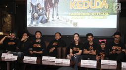 Aktor Raffi Ahmad bersama Cut Meyriska dan Bastian Stell saat peluncuran trailer dan poster film Kesempatan Keduda di Jakarta, Senin (10/9). Film Kesempatan Keduda akan dirilis pada 11 Oktober 2018. (Liputan6.com/Herman Zakharia)