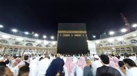 Jemaah haji melakukan thawaf di Kakbah, Makkah. Darmawan/MCH
