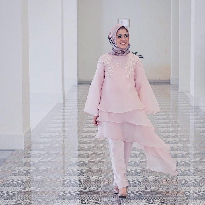 Padu padan hijab yang bikin penampilan menarik ala Nycta Gina. (sumber foto: @missnyctagina/instagram)