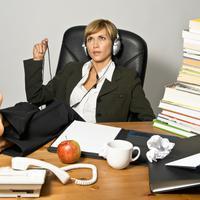 Baru tiba di kantor? Jangan pernah bingung mana pekerjaan yang harus kamu lakukan. Ini empat pekerjaan pertama yang harus kamu selesaikan.