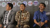 """Politisi Partai Golkar Dave Laksono (kiri), Politisi PKS Mardani Ali (tengah) dan Politisi Partai Demokrat Roy Suryo saat mengikuti diskusi bertema """"Arena Adu Opini Ekonomi, Hukum Dan Politik"""" di Jakarta, Kamis (12/7). (Liputan6.com/Angga Yuniar)"""