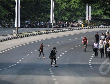 Gara-gara Penutupan Jalan, Pegawai Kantoran Terpaksa Jalan Kaki