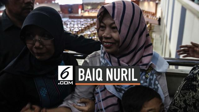Presiden Joko Widodo resmi menandatangani Keputusan Presiden (Keppres) mengenai pemberian amnesti terhadap terpidana Baiq Nuril Maknun, Senin (29/7). Jokowi mengatakan akan segera bertemu Baiq.