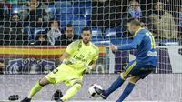 Iago Aspas mencetak satu gol saat Celta Vigo menang 2-1 atas Real Madrid pada leg pertama perempat final Copa Del Rey di Santiago Bernabeu, Kamis (19/1/2017) dinihari WIB. (AP Photo/Paul White)