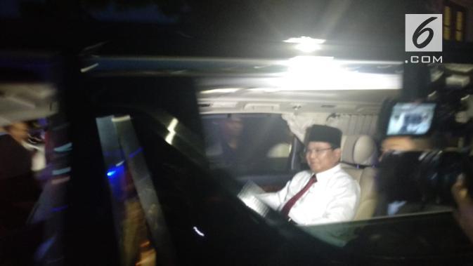 Prabowo Subianto berangkat dari rumahnya di Jalan Kertanegara, Jakarta Selatan menuju lokasi debat capres cawapres. (Liputan6.com/Nafiysul Qodar)