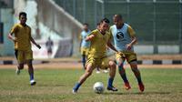 Sesi latihan Bandung United di Stadion Siliwangi, Bandung, Kamis (22/8/2019). (Bola.com/Erwin Snaz)