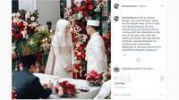 Dian Pelangi dan Sandy Nasution resmi menikah pada Minggu, 17 November 2019. (Screenshot Instagram @dionmuharom/https://www.instagram.com/p/B481hp-l3DU/Putu Elmira)
