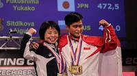 Lifter Indonesia, Widari, memborong tiga medali emas di Kejuaraan Dunia Angkat Berat 2017 yang berlangsung di Plzen, Ceska. (Twitter/@theipf)
