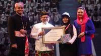 Siti Riza Azmiyati, CPNS Penyuluh KB BKKBN meraih penghargaan dari Kementerian Pendayagunaan Aparatur Negara dan Reformasi Birokrasi (PAN-RB) pada 24 Juli 2019 di Istora Senayan Jakarta. (Dok Badan Kependudukan dan Keluarga Berencana Nasional/BKKBN)