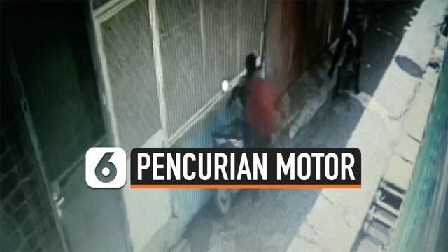 Aksi pencurian sepeda motor di Jalan KL Yos Sudarso, Medan, Selasa ( 29/10/2019) siang, terekam CCTV.