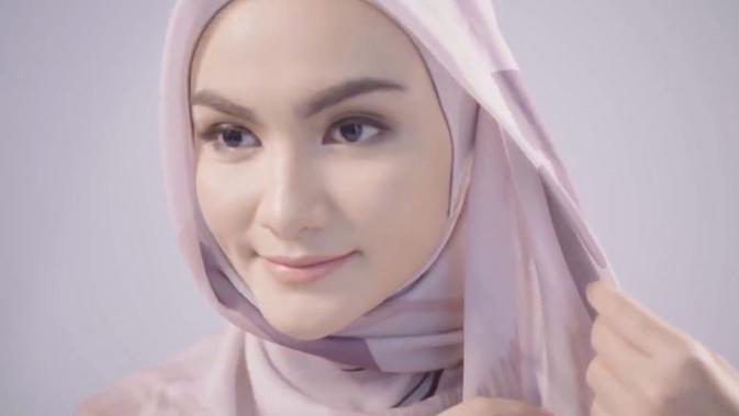 5 Cara Pakai Hijab Segi Empat Yang Simpel Dan Kekinian Untuk Segala Kondisi Hot Liputan6 Com