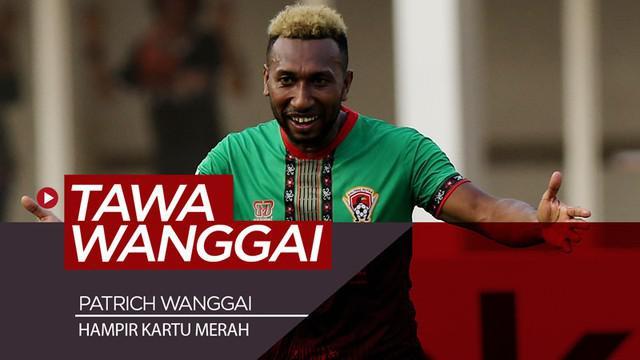 Berita video momen kocak saat striker Kalteng Putra, Patrich Wanggai, yang hampir dapat kartu merah saat menghadapi Persija Jakarta dalam lanjutan Shopee Liga 1 2019, Selasa (20/8/2019).