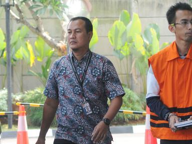 Mantan Kepala Seksi Intelejen dan Penindakan Kantor Imigrasi Kelas I Mataram Yusriansyah Fazrin tiba di Gedung KPK, Jakarta, Rabu (3/7/2019). Fazrin diperiksa sebagai tersangka dugaan suap penanganan perkara penyalahgunaan izin tinggal WNA di lingkungan Kantor Imigrasi NTB. (merdeka.com/Dwi Narwoko)