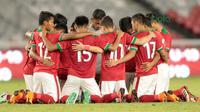 Para pemain Timnas Indonesia U-19 saat melawan pemain Jepang U-19 pada laga uji coba di Stadion Utama GBK, (24/3/2018). Indonesia U-19 Kalah 1-4. (Bola.com/Nicklas Hanoatubun)