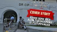 COVER STORY : Karier Sepak Bola Alfin Tuasalamony di Persimpangan (Grafis : samsul hadi, Foto : Bola.com/Peksi Cahyo))