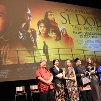 Para pemain Si Doel The Movie sesaat sebelum acara gala premier di Amsterdam, Belanda
