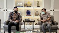 Ketum Partai Demokrat Agus Harimurti Yudhoyono (AHY) berkunjung ke kediaman mantan Wakil Presiden Jusuf Kalla (JK). (Sumber: Twitter @AgusYudhoyono)