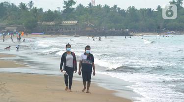 Pantai Anyer Kembali Disambangi Wisatawan