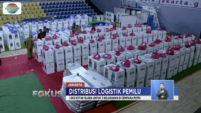 Panitia Pemilihan Kecamatan (PPK) Cempaka Putih distribusikan logistik Pemilu 2019 di GOR Cempaka Putih.
