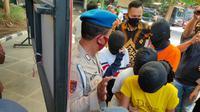 Polres Gresik membongkar bisnis prostitusi berkedok warung kopi di Kecamatan Kedamean, Kabupaten Gresik, Jawa Timur.  (Foto: Liputan6.com/Dian Kurniawan)