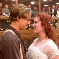 Jack sudah meninggal saat kapal tenggelam dan hantunya lah yang menemukan pintu untuk menyelamatkan Rose. Teori tersebut hadir ketika Jake berkata Rose takkan meninggal saat ini. (Paramount Pictures)