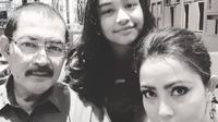 Mayangsari bersama Bambang Trihatmodjo dan Khiran saat cek kejernihan mata (Dok.Instagram/@https://www.instagram.com/p/BrKSfrOAUDP/Komarudin)