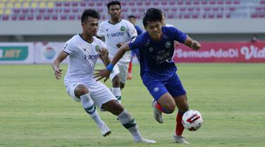 FOTO: Arema FC Tahan Imbang Persikabo 1973 1-1 dalam Partai Pembuka Piala Menpora 2021 - Feby Eka Putra; Andy Setyo Nugroho