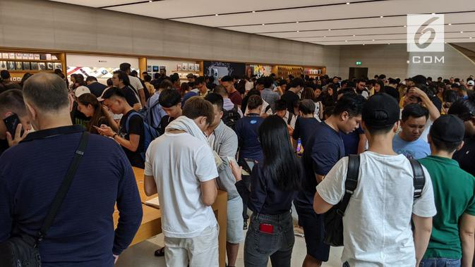 Keriuhan Apple Orchard Road Saat Penjualan Trio iPhone 11. Liputan6.com/Yuslianson