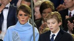 Mengenaskan, itu adalah tahun di mana Melania hamil dan melahirkan anak satu-satunya dengan Donald Trump. (AOL.com)