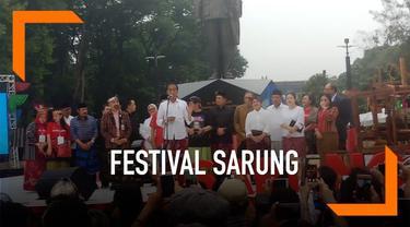 Presiden Joko Widodo atau Jokowi dan Ibu Negara Iriana menghadiri Sarung Fest atau festival sarung Indonesia 2019 di Gelora Bung Karno (GBK).