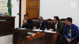 Kuasa hukum mantan Dewan Pengawas BPJS Ketenagakerjaan Syafri Adnan Baharuddin saat menjalani sidang perdana terkait kasus dugaan pelecehan seksual di Pengadilan Negeri Jakarta Selatan, Rabu (6/3). (Liputan6.com/Herman Zakharia)