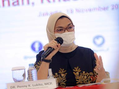 Kepala BPOM Penny K Lukito menyampaikan keterangan terkait vaksin COVID-19 di Gedung BPOM, Jakarta, Kamis (19/11/2020). Penny mengatakan Emergency Use of Authorization (EUA) vaksin COVID-19 Sinovac diharapkan bisa keluar pada minggu ketiga/keempat Januari 2021. (Liputan6.com/Faizal Fanani)