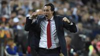 Unai Emery merayakan keberhasilan Arsenal setelah mengalahkan Valencia. (AFP/Jose Jordan)