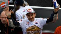Pembalap Repsol Honda, Jorge Lorenzo, memutuskan pensiun dan menjalani balapan terakhirnya di MotoGP yang berlangsung di Sirkuit Ricardo Tormo, Minggu (17/11/2019) malam WIB. (AFP/PIERRE-PHILIPPE MARCOU)