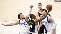 Los Angeles Clippers Vs Dallas Mavericks. (AP Photo/Tony Gutierrez)
