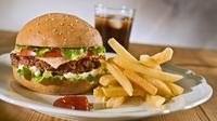 Gula yang hadir dalam makanan olahan dan junk food ternyata sulit dicerna dan cenderung membusuk di dalam usus. Ini akan menyebabkan bau mulut dan juga bau badan. (Istimewa)