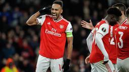 Penyerang Arsenal, Pierre-Emerick Aubameyang merayakan gola yang dicetaknya ke gawang Eintracht Frankfurt pada matchday kelima Grup F Liga Europa di Emirates Stadium, London, Kamis (28/11/2019). Arsenal ditaklukkan Eintracht Frankfurt dengan skor 1-2 di kandang mereka sendiri. (AP/Matt Dunham)