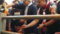 Gus Ipul dan Iwan fals dalam program Kampung Kelir (Kwarda Pramuka Jawa Timur)