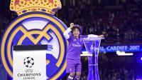 Enzo Vieira menunjukkan talenta sebagai pesepak bola. (AFP/Javier Soriano)