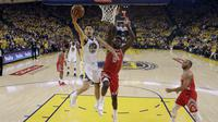 Aksi Klay Thompson saat Warriors melawan Rockets (AP)