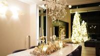 Dekorasi Mewah dan Berkilauan Menyambut Natal di Rumah Sandra Dewi. (dok.Instagram @sandradewi88/https://www.instagram.com/p/CHNFg_mhNQ_/Henry)