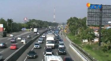 Sejak Senin (25/12) pagi, kawasan Wisata Lembang, Bandung Barat, Jawa Barat macet hingga 4 kilometer.